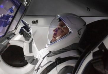 Предприниматель Илон Маск успешно запустил человека в космос. Без батута